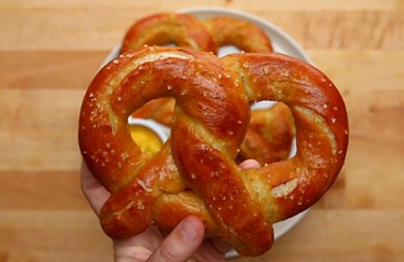 Estes pretzels são tão fáceis que você vai querer fazer um agora