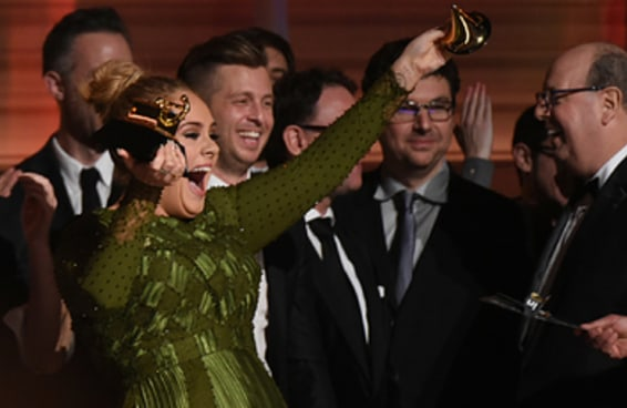 O amor entre Adele e Beyoncé no Grammy é o que nos dá esperança neste mundo