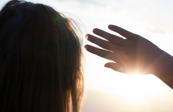 """Sim, """"alergias"""" ao sol existem e são mais comuns do que você pensa"""