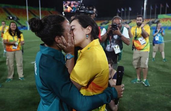 Entrevistamos a jogadora de rugby que foi pedida em casamento na Olimpíada