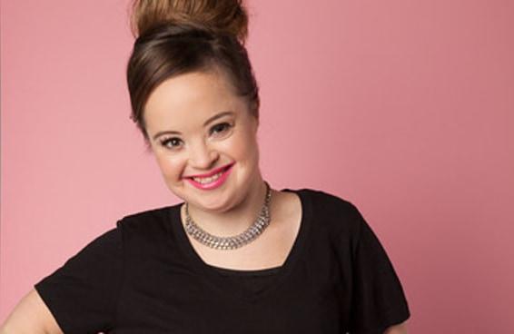 Conheça a garota Síndrome de Down que se tornou o rosto de uma marca de produtos de beleza
