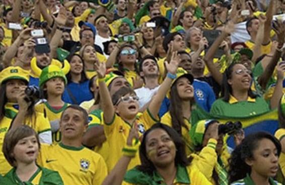 16 gifs para relembrar o momento emocionante da torcida cantando o Hino Nacional na abertura da Copa