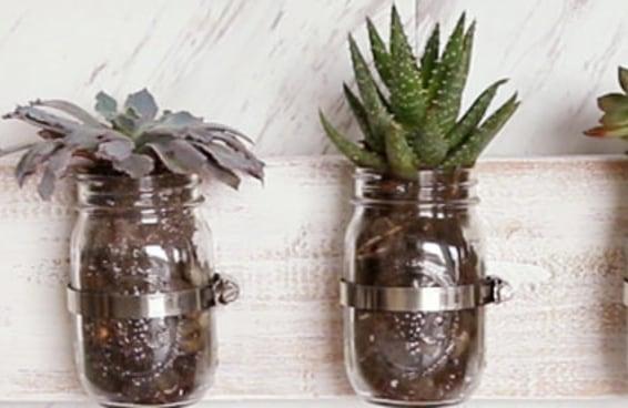 Incremente o espaço livre de suas paredes com estes suportes para potes