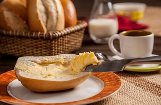 É oficial: se você guarda a manteiga fora da geladeira, você está CORRETO