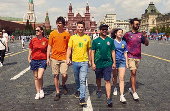 Este grupo encontrou um jeito brilhante de andar pela Rússia com a bandeira LGBTQ