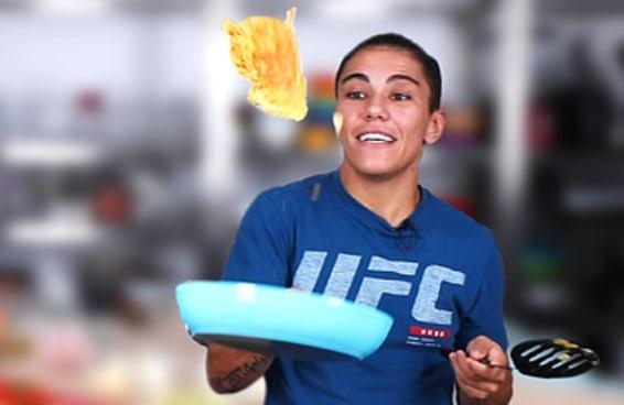Jéssica Andrade ensina a fazer omelete dos campeões