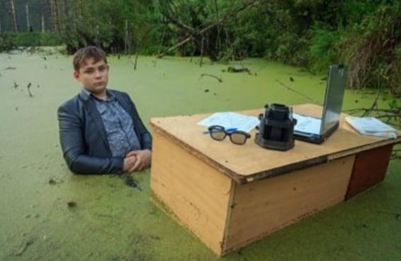 Este cara fez um ensaio fotográfico em um pântano e tornou-se um grande meme