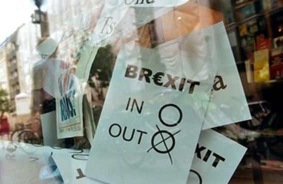 Jovens britânicos estão irritados com o voto dos mais velhos para deixar a UE