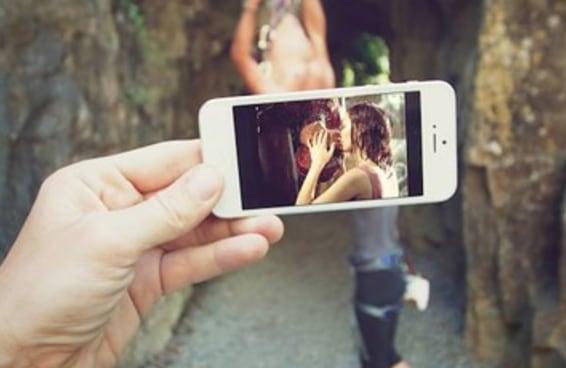 Esta fotógrafa usa seu iPhone para recriar cenas icônicas de Hollywood na vida real