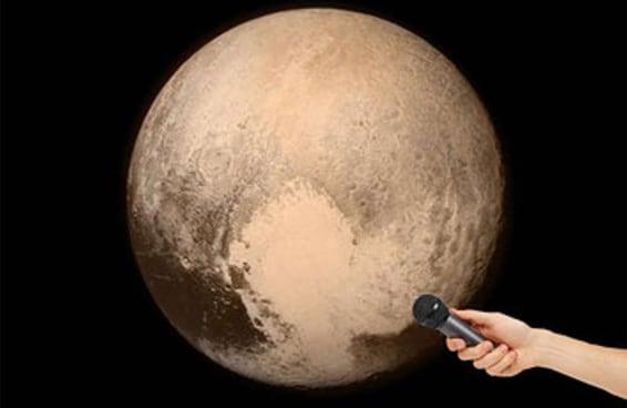 """Em entrevista exclusiva, Plutão dispara: """"Não sou planeta anão coisa nenhuma"""""""