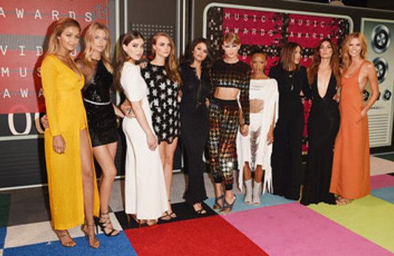Taylor Swift chegou no VMA com o seu impecável esquadrão