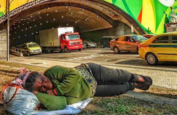 Esta foto viralizou e tem sido usada para criticar as Olimpíadas