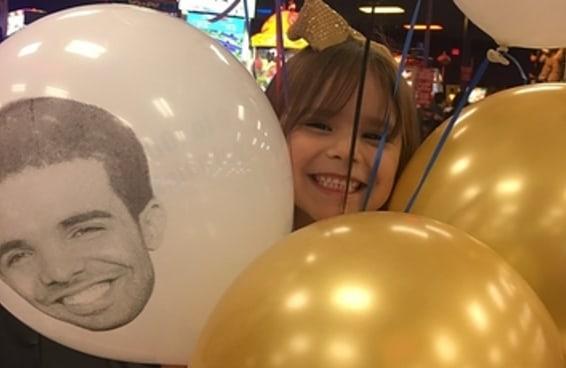 """Esta garotinha escolheu """"Drake"""" como o tema de sua festa de aniversário"""