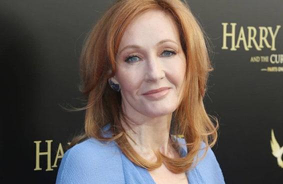 """JK Rowling foi criticada após seus comentários sobre """"pessoas que conseguem menstruar"""""""