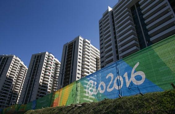 """Australianos reclamam que Vila é """"inabitável"""" e prefeito do Rio faz piada"""