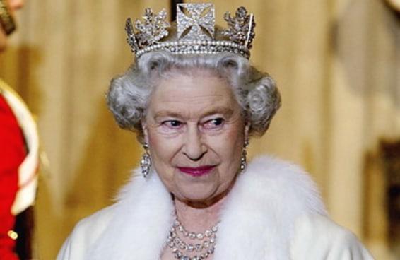 Rainha Elizabeth II tornou-se a monarca de reinado mais duradouro da monarquia britânica. Uma vida em imagens.