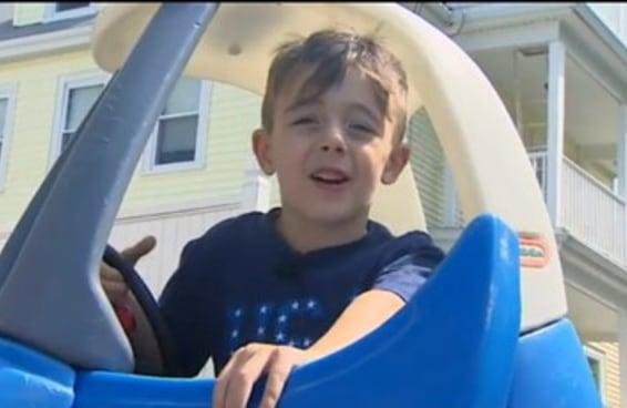 Um menino de seis anos chamou a polícia porque seu pai ultrapassou um sinal vermelho