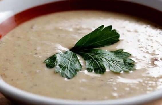 Esta é a única receita de sopa creme de cogumelos indispensável na sua vida.