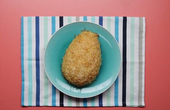 Ovo de páscoa de macarrão empanado
