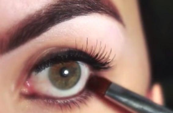 10 youtubers brasileiras para seguir e virar especialista em maquiagem