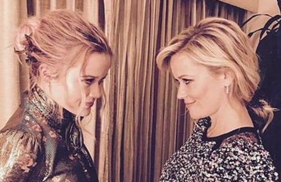 Você não vai conseguir dizer quem é a mãe e quem é a filha nesta foto da Reese Witherspoon