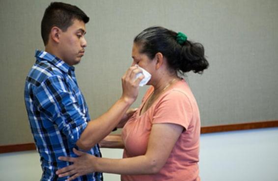 Um rapaz de 22 anos encontrou sua mãe pela primeira vez após ter sido sequestrado 21 anos atrás