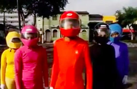 Estes Power Rangers brasileiros usam fidget spinners para morfar