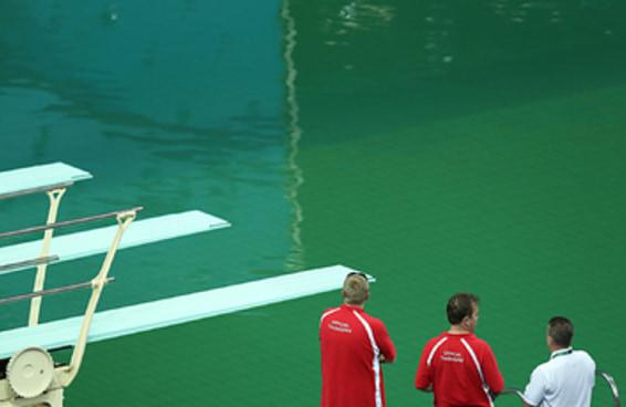 Aparentemente as algas são as culpadas pela piscina verde da Olimpíada