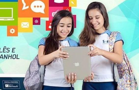 Escola vira meme ao tentar fazer MacBook se passar por iPad em propaganda