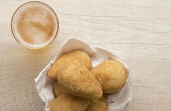 A fritura mais amada do brasileiro em versão de mandioca!