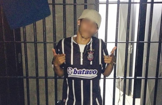 """Preso posta selfie dentro da cadeia e diz que """"o sistema é um lixo"""""""