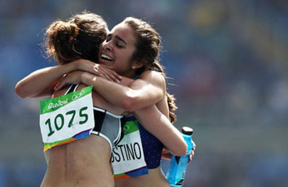 Essas duas corredoras olímpicas foram premiadas por seu espírito esportivo
