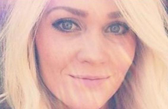 Uma mulher com câncer de pele postou uma selfie chocante para alertar contra o bronzeamento artificial
