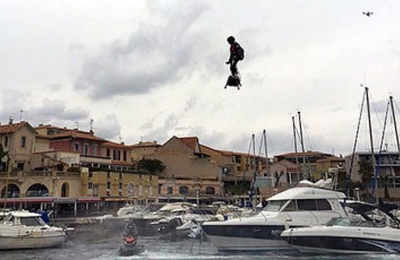 Este cara estabeleceu um novo recorde mundial de voo mais distante de hoverboard