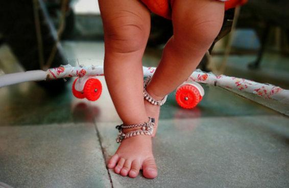 Andadores de bebês são perigosos e devem ser proibidos, dizem pediatras