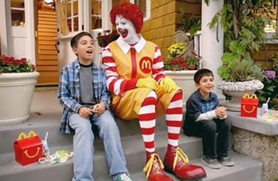 12 truques usados pelas empresas de fast food para induzir as pessoas a comerem mais porcaria