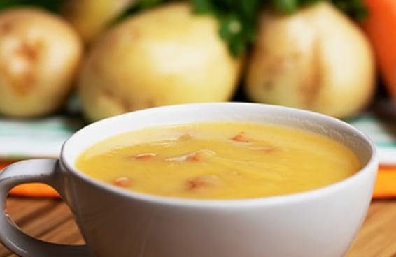 Sopa de batata com salsicha