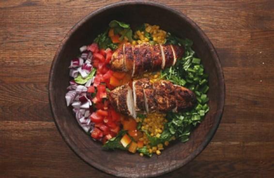 Estas saladas vão refrescar o seu verão e sua vida!