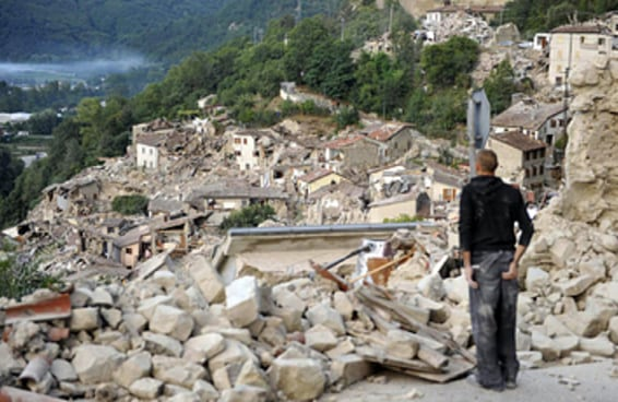 18 fotos mostram devastação causada por terremoto na Itália