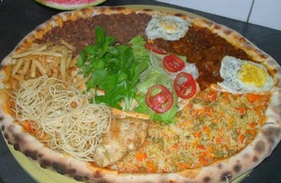 A pizza sabor prato feito é por demais forte simbolicamente para não te abalar