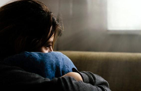 Médicos devem avaliar crianças com 12 anos ou mais para identificar sinais de depressão, defendem pediatras