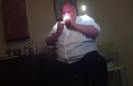 Vídeo que mostra ex-prefeito de Toronto fumando crack finalmente é divulgado