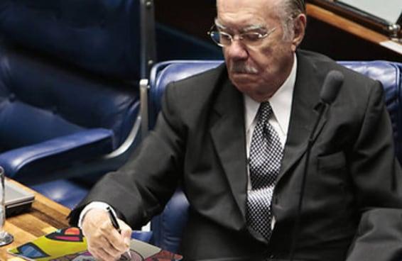 A internet revelou a verdade por trás da foto do Sarney rabiscando no Senado