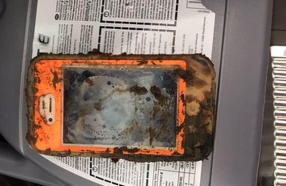 Um homem encontrou um iPhone 4 no fundo de um lago — e ele ainda funcionava