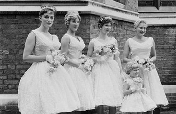 Você sabe dar uma festa de casamento de bom gosto segundo este guia de etiqueta dos anos 50?