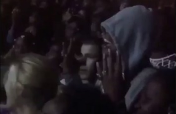 Jay Z tietou a performance de Beyoncé da plateia e foi muito fofo