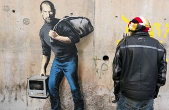 Banksy pintou uma nova imagem de Steve Jobs para fazer as pessoas refletirem sobre os refugiados