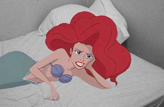 Esse artista colocou personagens da Disney em situações da vida real