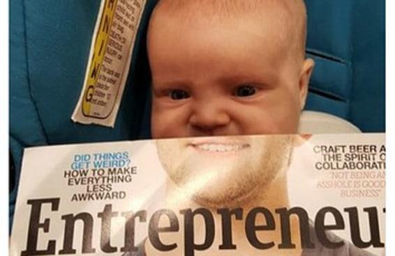Uma mãe tirou uma foto hilária de seu bebê e uma revista