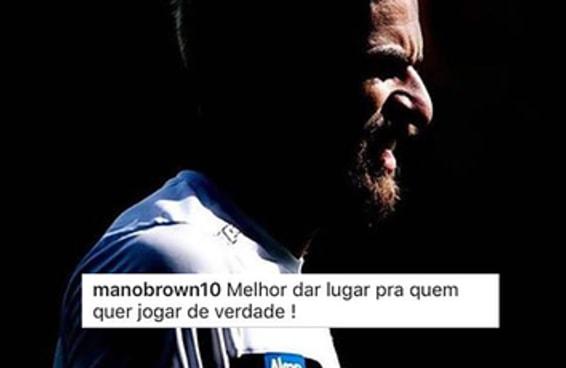 O Mano Brown está cornetando demais o time do Santos no Instagram